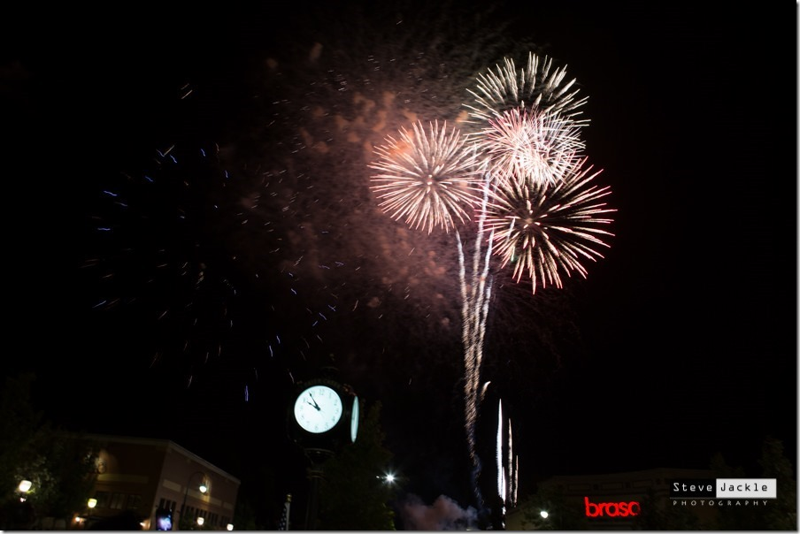 brier-creek-commons-fireworks-celebration-2016-fireworks-image -1